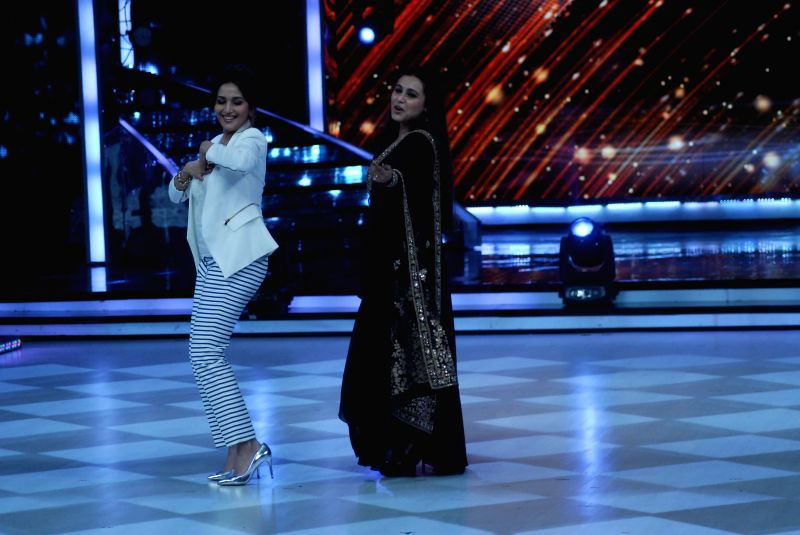Actors Madhuri Dixit and Rani Mukerji on the sets of Jhalak Dikhhla Jaa 7 during the promotion of film Mardaani in Mumbai on July 22, 2014. (Photo : IANS) - Madhuri Dixit and Rani Mukerji