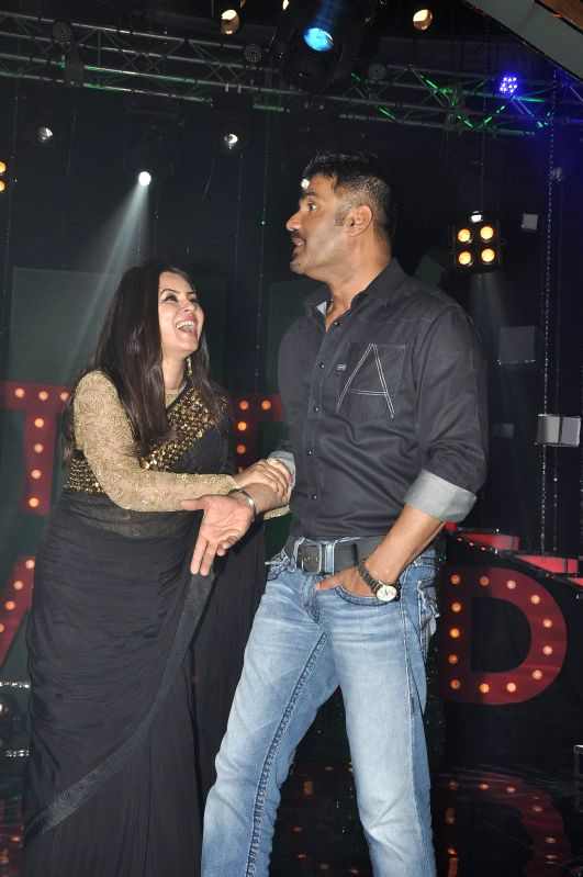 Actors Mahima Chaudhry and Suniel Shetty on the sets of NDTV Prime's Ticket to Bollywood to promote their upcoming film Koyelaanchal in Mumbai, on April 25, 2014. - Mahima Chaudhry and Suniel Shetty