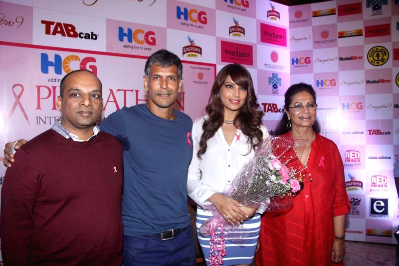 Actors Milind Soman and Bipasha Basu extends their support to HCG Pinkathon 2013, during a press conference to announce the completion of 10,000 registered participants in Mumbai on 27th November ... - Milind Soman and Bipasha Basu