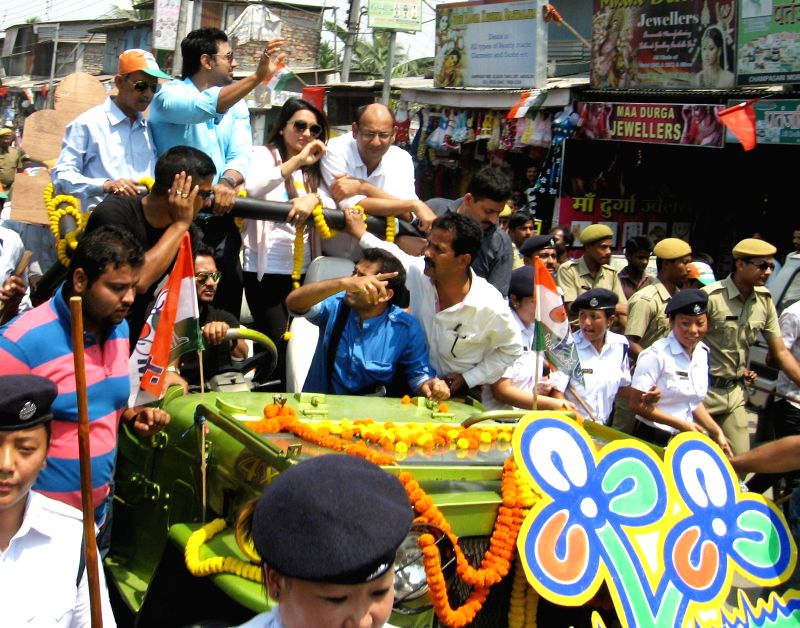 Actors Mimi Chakraborty and Dev campaign for Trinamool Congress candidate for 2014 Lok Sabha Election from Darjeeling Lok Sabha seat, Bhaichung Bhutia during a roadshow in Siliguri on April 15, 2014.