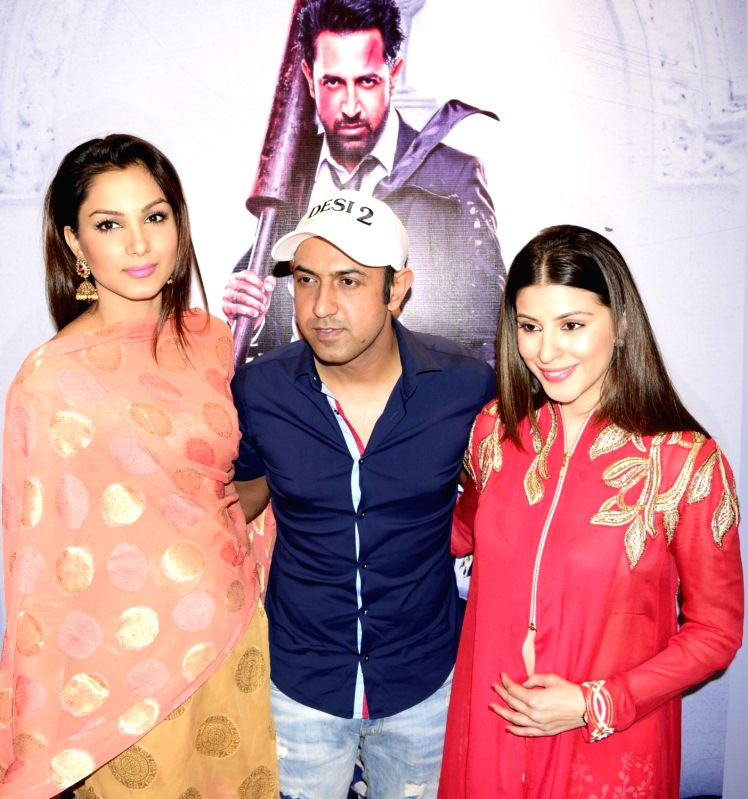 "Actors Monica Gill, Gippy Grewal and Karishma Kotak during the promotion of their upcoming film ""Kaptann"" in Amritsar, on May 17, 2016. - Monica Gill, Gippy Grewal and Karishma Kotak"