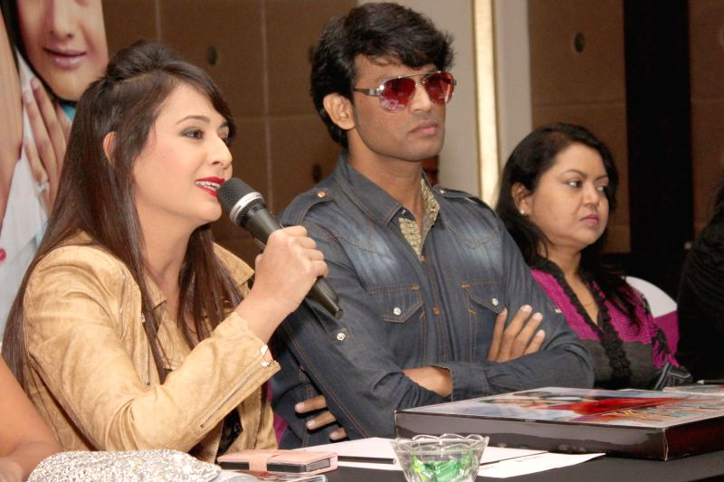 Actors Mukesh Bharti and Preeti Jhangiani at the press conference of film `` Kaash Tum Hote`` in Noida on Dec 2, 2014. - Mukesh Bharti and Preeti Jhangiani