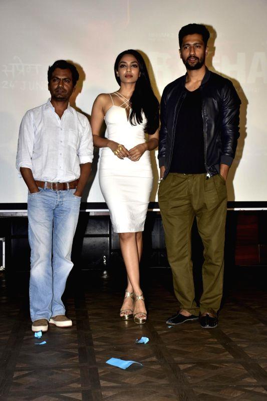 Actors Nawazuddin Siddiqui, Sobhita Dhuliwala and Vicky Kaushalduring launch of song, Qatl-e-Aam from film Raman Raghav 2.0, in Mumbai on June 03, 2016. - Nawazuddin Siddiqui, Sobhita Dhuliwala and Vicky Kaushalduring