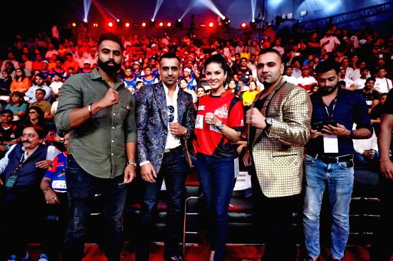 Actors Parmish Verma, Sunny Leone, singer Benny Dhaliwal and Super Boxing League (SBL) founder and CEO Bill Dosanjh during Super Boxing League (SBL) match in New Delhi on July 28, 2017. - Parmish Verma and Sunny Leone