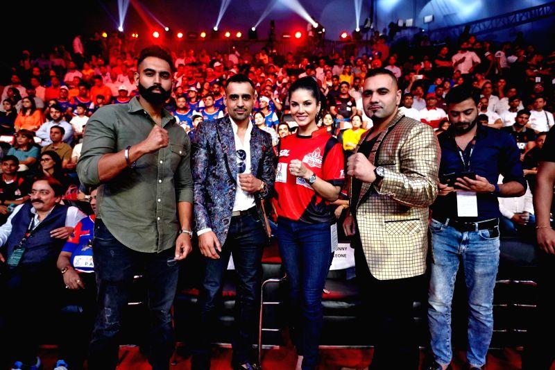 Super Boxing League - Sunny Leone - Parmish Verma and Sunny Leone