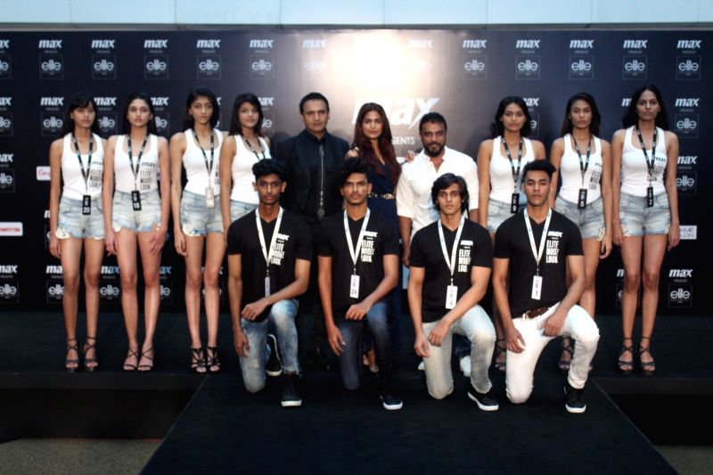 Actors Parvathy Omanakuttan, Marc Robinson, photographer Subi Samuel along with the models during the auditions Of Elite Model Look India 2017 in Mumbai on Aug 12, 2017. - Look India, Parvathy Omanakuttan and Marc Robinson