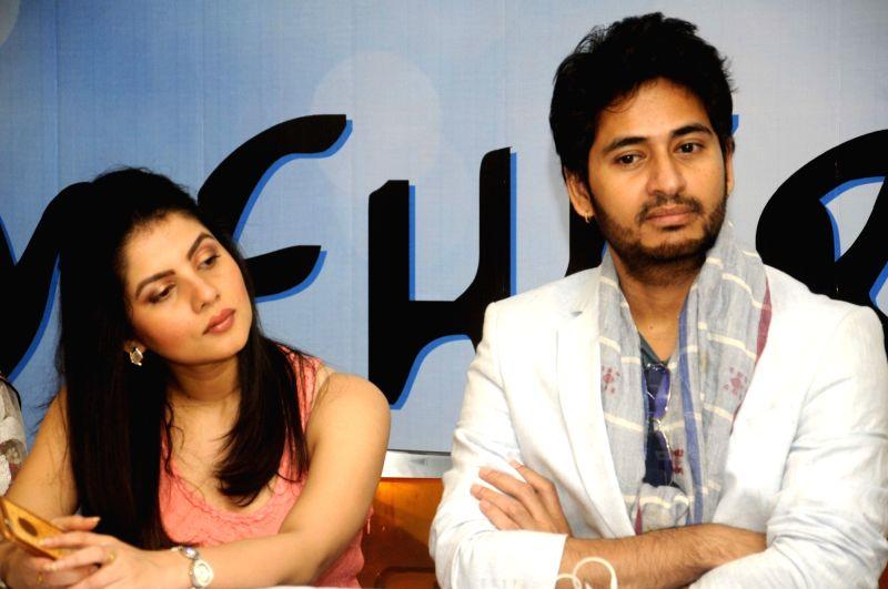 Actors Payel Sarkar and Hiran Chatterji at the launch of `Mehir Aali` in Kolkata, on Nov 23, 2015. - Payel Sarkar and Hiran Chatterji