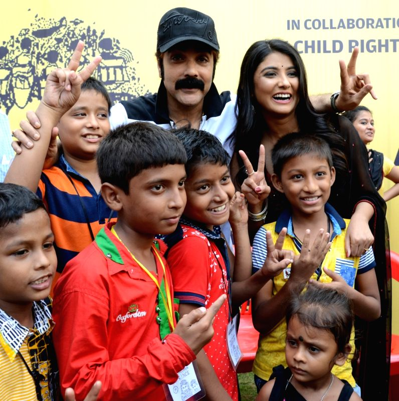 Actors Prosenjit Chatterjee and Parno Mittra during a programme organised by Kolkata Police against child labour in Kolkata, on June 11, 2017. - Prosenjit Chatterjee and Parno Mittra