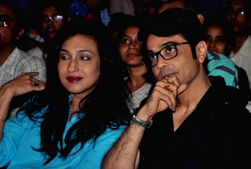 Actors Prosenjit Chatterjee and Rituparna Sengupta during a programme organised to unveil a foetal medicine clinic in Kolkata, on May 18, 2016. - Prosenjit Chatterjee and Rituparna Sengupta