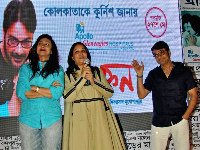 Actors Prosenjit Chatterjee and Rituparna Sengupta with Apollo Hospitals CEO (Eastern Region)  during a programme organised to unveil a foetal medicine clinic in Kolkata, on May 18, 2016. - Prosenjit Chatterjee and Rituparna Sengupta