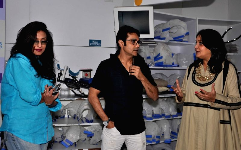 Actors Prosenjit Chatterjee and Rituparna Sengupta with Apollo Hospitals CEO (Eastern Region)  during a programme organised unveil a foetal medicine clinic in Kolkata, on May 18, 2016. - Prosenjit Chatterjee and Rituparna Sengupta