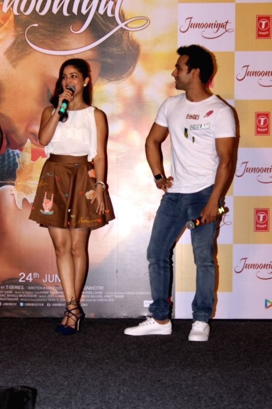 Actors Pulkit Samrat and Yami Gautam during the trailer launch of film Junooniyat, in Mumbai on May 24, 2016. - Pulkit Samrat and Yami Gautam
