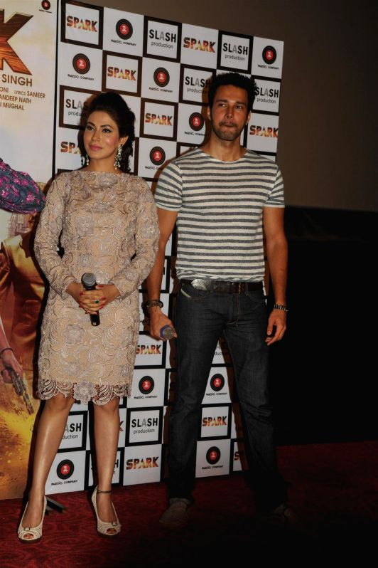 Actors Rajneesh Duggal and Mansha Bahl during the trailer launch of film Spark in Mumbai on July 21, 2014. - Rajneesh Duggal and Mansha Bahl