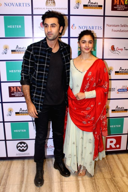 Actors Ranbir Kapoor and Alia Bhatt during a musical night event with Shankar Mahadevan organised by Amar Gandhi Foundation in Mumbai, on Nov 18, 2017. - Ranbir Kapoor, Alia Bhatt and Amar Gandhi Foundation