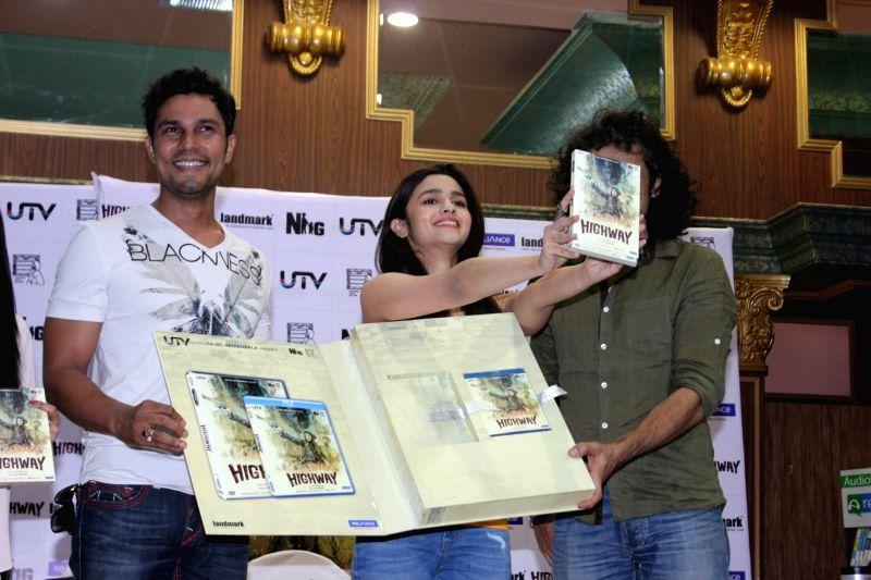 Actors Randeep Hooda, Alia Bhatt and filmmaker Imtiaz Ali during the DVD launch of film Highway in Mumbai on May 13, 2014. - Randeep Hooda and Alia Bhatt