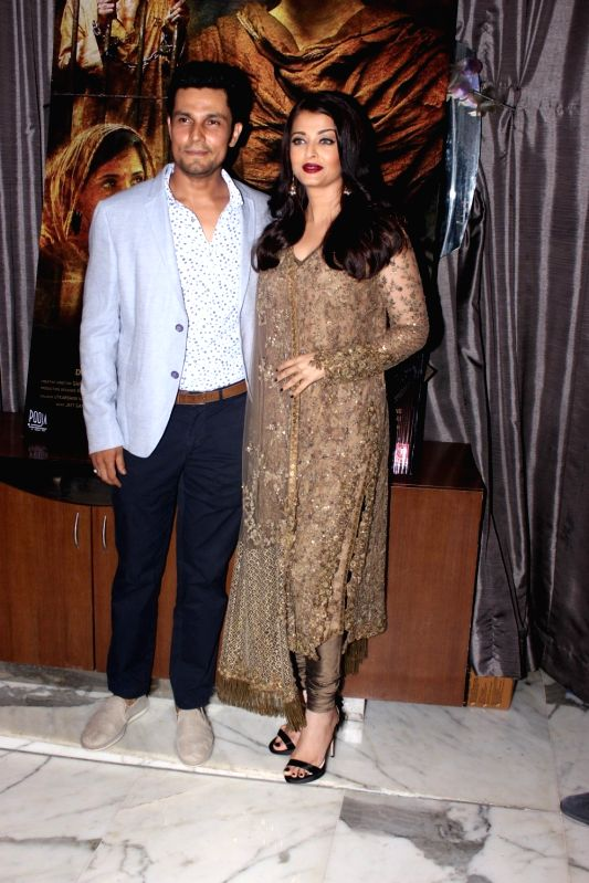 Actors Randeep Hooda and Aishwarya Rai Bachchan during the event organised to celebrate the success of film Sarbjit, in Mumbai on May 26, 2016. - Randeep Hooda and Aishwarya Rai Bachchan