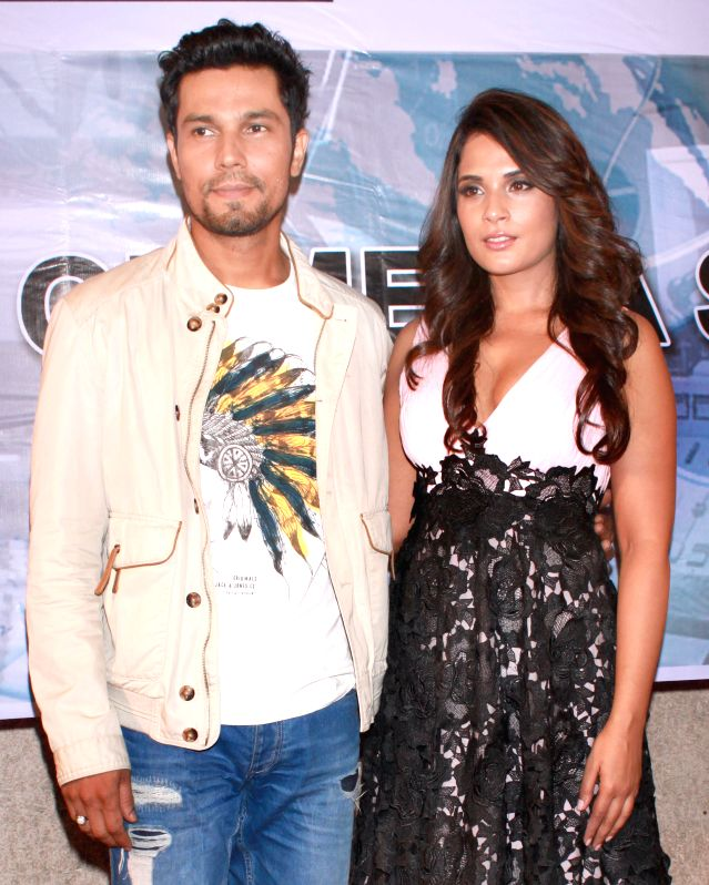 Actors Randeep Hooda and Richa Chadda during a press conference to promote their upcoming film `Main Aur Charles` in Noida, on Oct 27, 2015. - Randeep Hooda and Richa Chadda