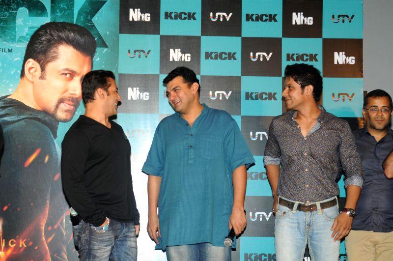 Actors Randeep Hooda, Salman Khan with filmmaker Siddharth Roy Kapur during the trailer launch of the film Kick in Mumbai on June 15, 2014. - Randeep Hooda, Salman Khan and Siddharth Roy Kapur