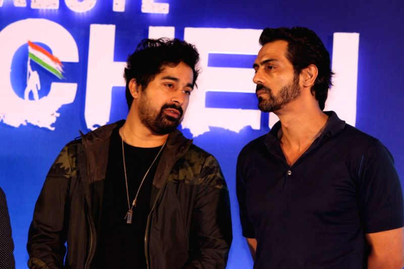 Actors Rannvijay Singh and Arjun Rampal during a special announcement of Salute Siachen in Mumbai on Aug 10, 2016. - Rannvijay Singh and Arjun Rampal