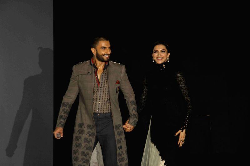 Actors Ranveer Singh and Deepika Padukone during the trailer launch of film Bajirao Mastani in Mumbai, on November 20, 2015. - Ranveer Singh and Deepika Padukone