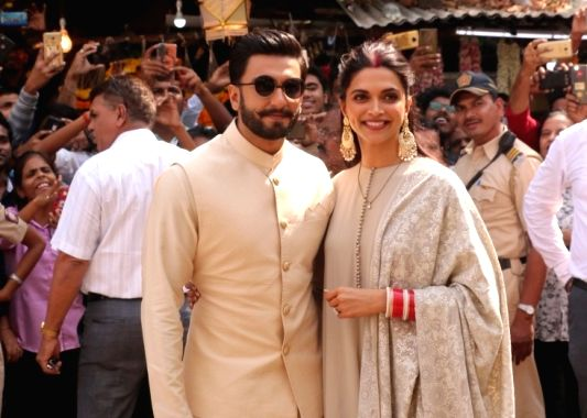 Actors Ranveer Singh and Deepika Padukone (Image Source: IANS)