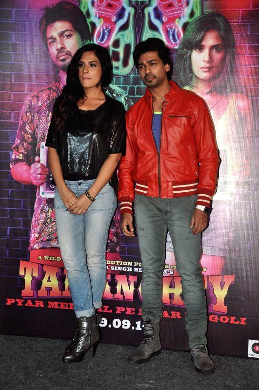 Actors Richa Chadda and Nikhil Dwivedi during the trailer launch of film Tamanchey in Mumbai on July 31, 2014. - Richa Chadda and Nikhil Dwivedi