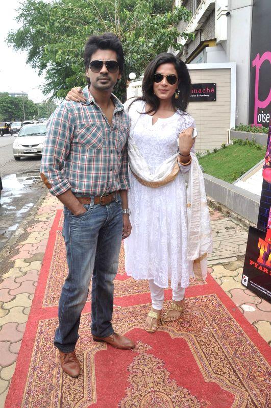 Actors Richa Chadda and Nikhil Dwivedi during the promotion of film Tamanchey in Mumbai on Aug 15, 2014. - Richa Chadda and Nikhil Dwivedi
