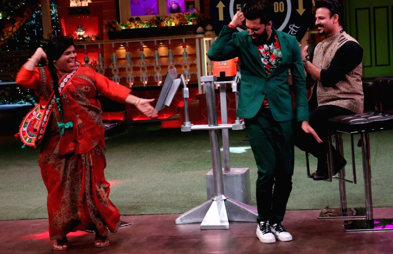 Actors Riteish Deshmukh , Vivek Oberoi stand-up comedian Kiku Sharda during the promotion of film Bank Chor on the sets of The Kapil Sharma Show in Mumbai, on June 8, 2017. - Riteish Deshmukh