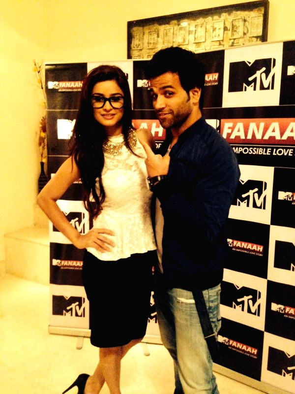 Actors Rithvik Dhanjani and Chetna Pande during a press conference organised to promote `MTV Fanaah` in New Delhi on July 14, 2014. - Rithvik Dhanjani and Chetna Pande
