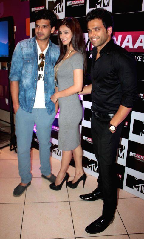 Actors Rithvik Dhanjani (L) ,Chetna Pande and Karan Kundra during a press conference organised to promote `MTV Fanaah` in Kolkata on July 14, 2014. - Rithvik Dhanjani