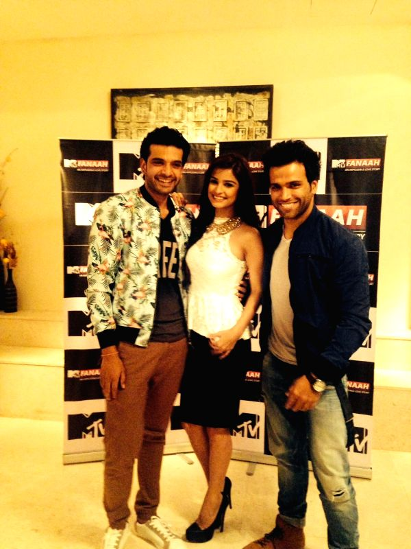 Actors Rithvik Dhanjani (R) ,Chetna Pande and Karan Kundra during a press conference organised to promote `MTV Fanaah` in New Delhi on July 14, 2014. - Rithvik Dhanjani