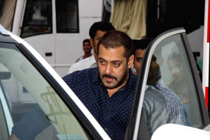Actors Salman Khan during the shoot of film Great Grand Masti in Mumbai on Nov 16, 2015.