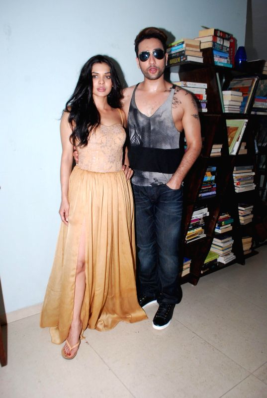 Actors Sara Loren and Adhyayan Suman during the on location shoot of the film Ishq Click in Mumbai on June 24, 2014. - Sara Loren and Adhyayan Suman