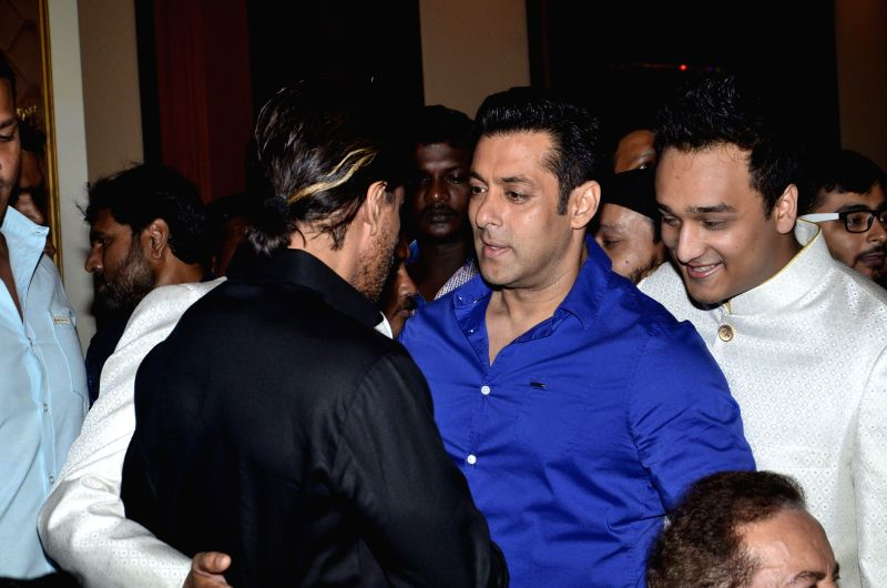 Actors Shahrukh Khan and Salman Khan during the Iftar Party hosted by Baba Siddique in Mumbai on July 6, 2014. - Shahrukh Khan and Salman Khan