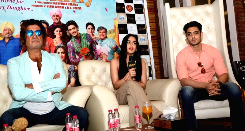 "Actors Shakti Kapoor, Aksha Pardasany and Kashyap Barbhaya during the promotion of their upcoming film ""Love U Family"" in Jaipur on June 7, 2017. - Shakti Kapoor, Aksha Pardasany and Kashyap Barbhaya"