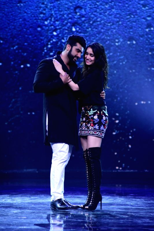 Actors Shraddha Kapoor and Arjun Kapoor during the promotion of film Half Girlfriend on the sets of Star Plus TV show Nach Baliye Season 8 in Mumbai on April 26, 2017. - Shraddha Kapoor and Arjun Kapoor
