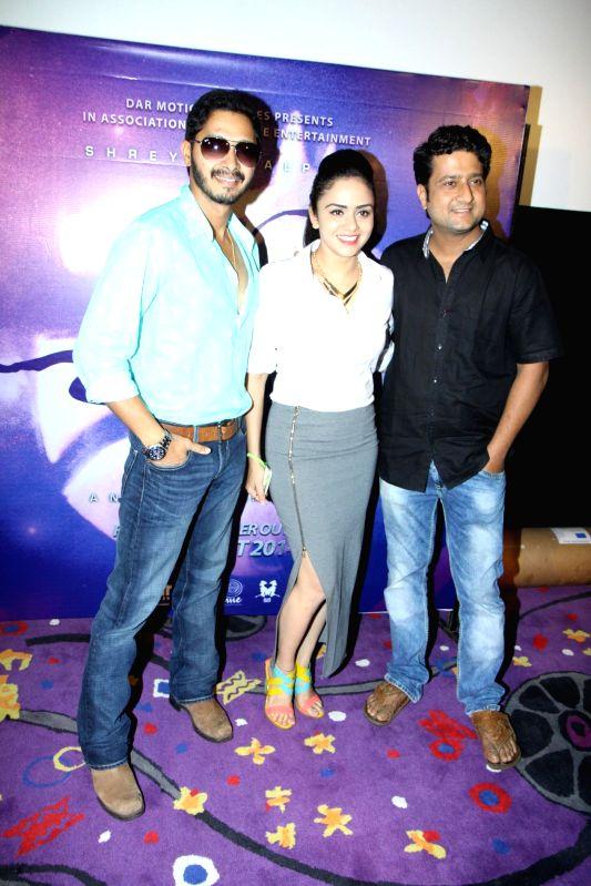 Actors Shreyas Talpade, Amruta Khanvilkar and Jitendra Joshi during the trailer launch of Marathi film Baji in Mumbai, on August 1, 2014. - Shreyas Talpade, Amruta Khanvilkar and Jitendra Joshi