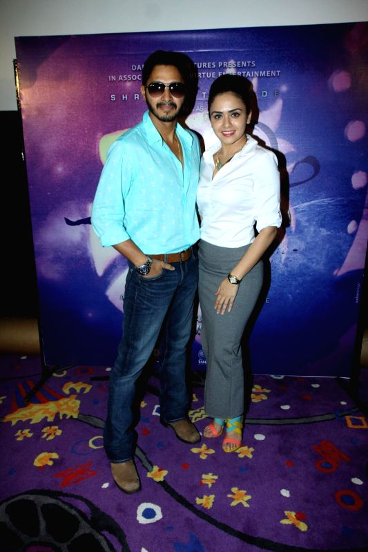Actors Shreyas Talpade and Amruta Khanvilkar during the trailer launch of Marathi film Baji in Mumbai, on August 1, 2014. - Shreyas Talpade and Amruta Khanvilkar