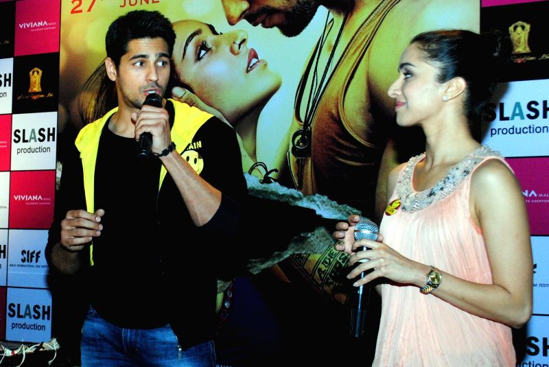 Actors Siddharth Malhotra and Shraddha Kapoor during the promotions of film Ek Villain at Viviana Mall in Mumbai, on June 27, 2014. - Siddharth Malhotra and Shraddha Kapoor
