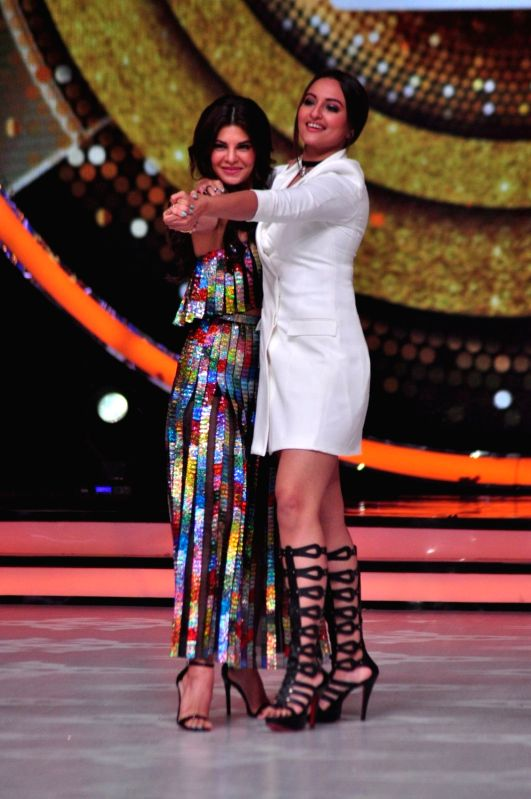 Actors Sonakshi Sinha and Jacqueline Fernandez  during the promotion of film Akira on the sets of reality dance show Jhalak Dikhhla Jaa season 9 in Mumbai, in Mumbai, on Aug. 9, 2016. - Sonakshi Sinha and Jacqueline Fernandez