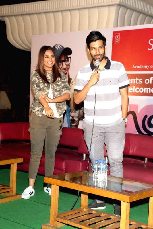 "Actors Sonakshi Sinha and Kanan Gill during a press conference to promote their upcoming film ""Noor"", in New Delhi, on April 14,2017. - Sonakshi Sinha and Kanan Gill"