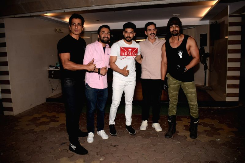 "Actors Sonu Sood, Siddhanth Kapoor, Gurmeet Choudhary, Luv Sinha and Harshvardhan Rane at the wrap up party of film ""Paltan"" hosted by actor Sonu Sood in Mumbai on Jan 29, 2018. - Sonu Sood, Siddhanth Kapoor, Gurmeet Choudhary, Luv Sinha and Harshvardhan Rane"