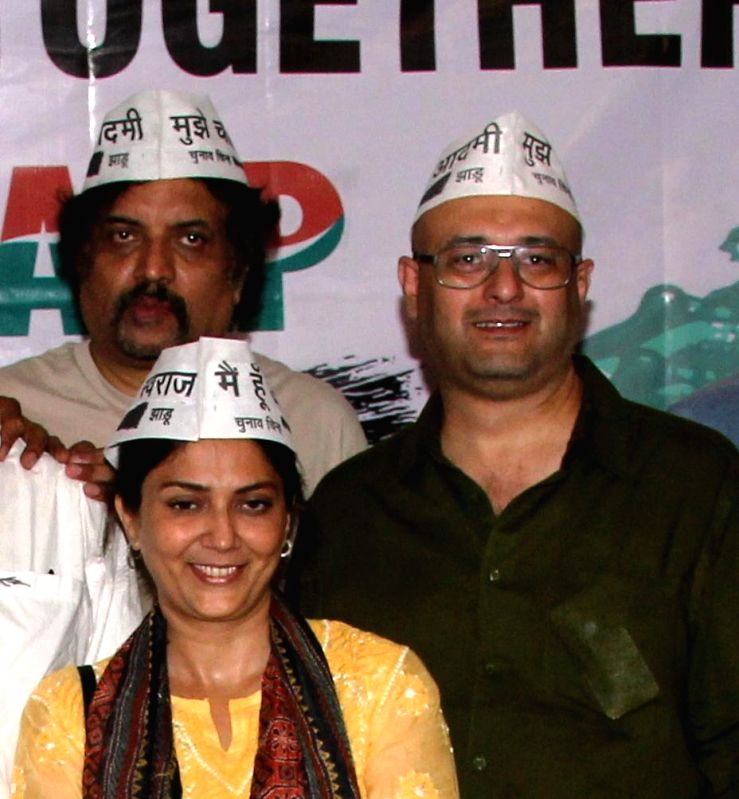 Actors Suhail Tatari, Lubna Salim and Raju Singh show their support for AAP at press conference at Mumbai streets at 21st April 2014 - Suhail Tatari, Lubna Salim and Raju Singh