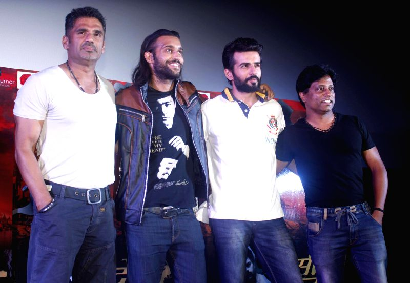Actors Sunil Shetty, Akhil Kapur and Jay Bhanushali during a programme organised to launch the trailer of upcoming film `Desi Kattey` in Mumbai. - Sunil Shetty, Akhil Kapur and Jay Bhanushali