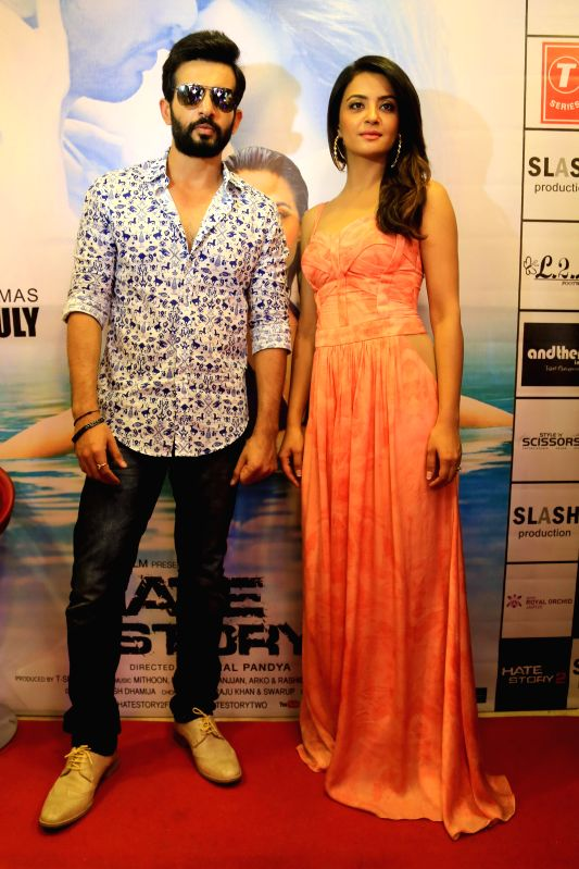 Actors Surveen Chawla and Jay Bhanushali during a press conference to promote their upcoming film `Hate Story 2` in Jaipur on July 9, 2014. - Surveen Chawla and Jay Bhanushali