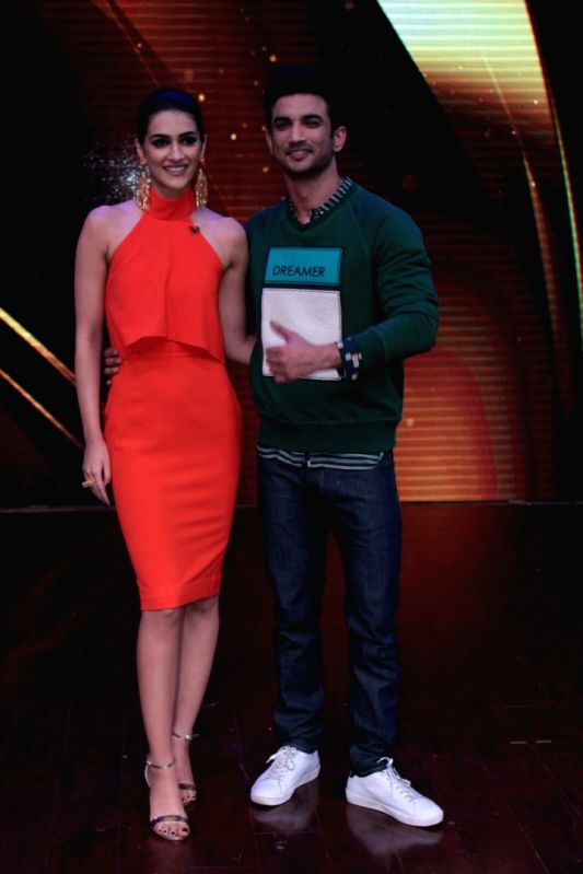 Actors Sushant Singh Rajput and Kriti Sanon during the promotion of film Raabta on the sets of reality show Sabse Bada Kalakar, in Mumbai,  on May 26, 2017. - Sushant Singh Rajput and Kriti Sanon