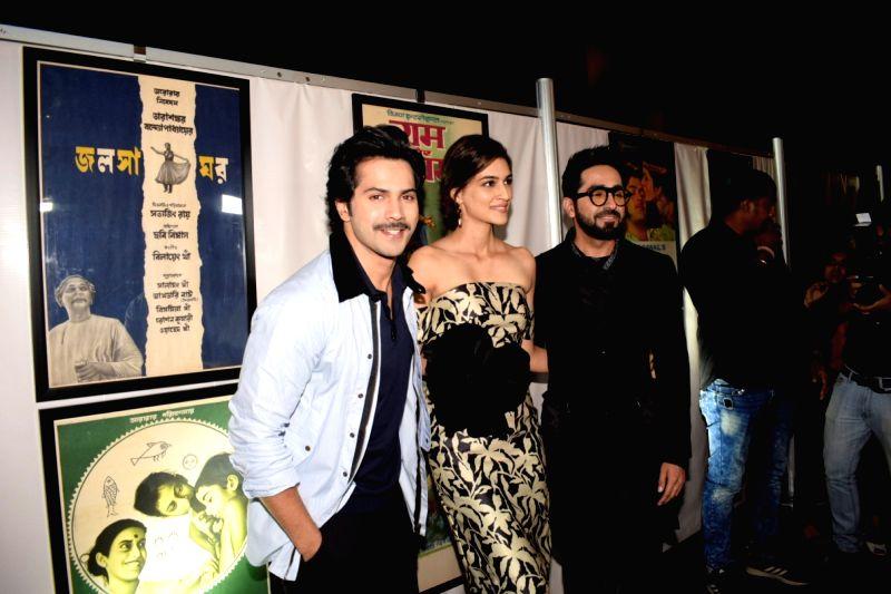 Actors Varun Dhawan, Kriti Sanon and Ayushmann Khurrana during a press conference of the 19thEdition of IIFA in Mumbai on June 12, 2018. - Varun Dhawan, Kriti Sanon and Ayushmann Khurrana