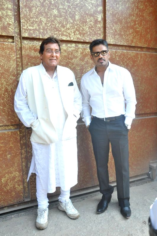 Actors Vinod Khanna and Suniel Shetty  during the press conference of the film Koyelaanchal in Mumbai on  May 06, 2014 - Vinod Khanna and Suniel Shetty