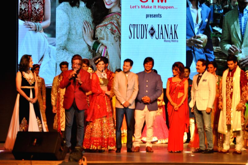 Actors Vivek Oberoi and Shakti Kapoor during a fashion show organised to showcase designer Vandy Mehra's creations in Gurgaon on May 14,2014. - Vivek Oberoi and Shakti Kapoor