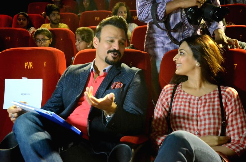 Actors Vivek Oberoi and Sonali Bendre during a programme in Mumbai on June 7, 2017. - Vivek Oberoi and Sonali Bendre